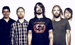 Foo-Fighters-band-in-2013