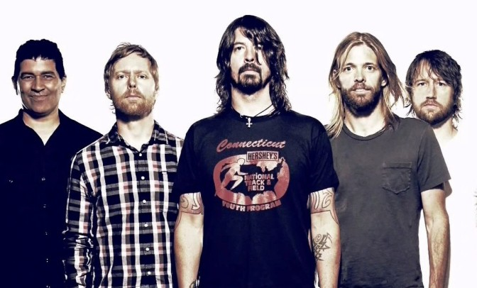 "I Foo Fighters festeggiano l'uscita di ""Concrete and Gold"" aprendo un pub"