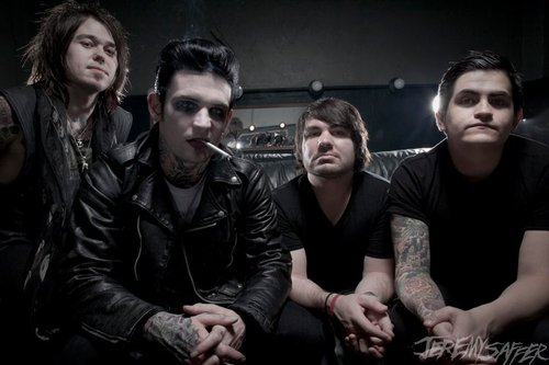 """NUOVA CANZONE: """"Animals"""" by Aiden feat. Chris Motionless"""