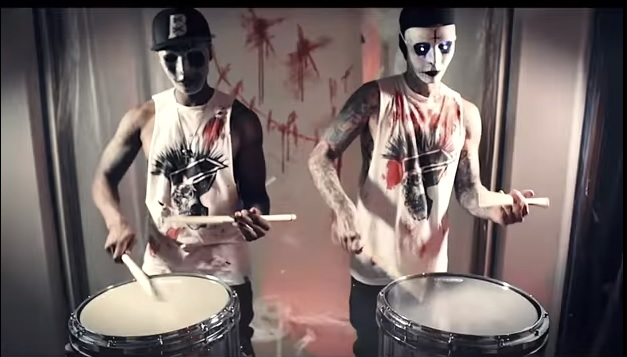 Halloween Week: guarda il video un sacco creepy di Travis Barker