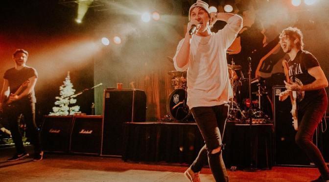Derek DiScanio sul palco con gli All Time Low!