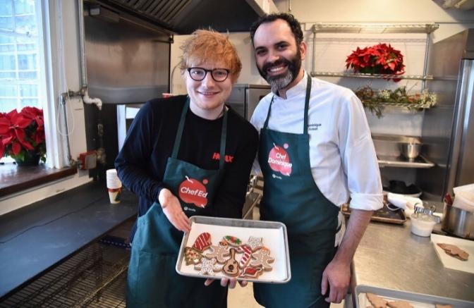 Ed Sheeran che fa i biscotti