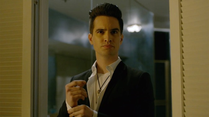 Panic! At the Disco: Brendon Urie è il re delle nuvole nella nuova canzone King of the Clouds