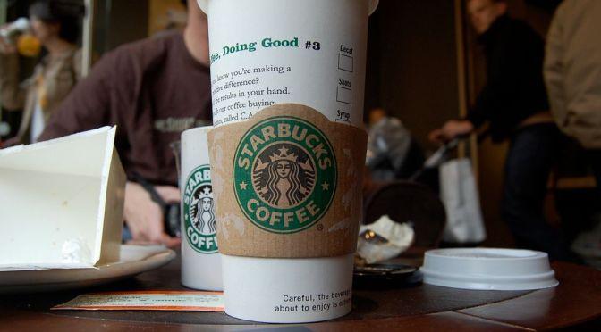 Top 10: canzoni da ascoltare mentre sorseggi un caffè da Starbucks