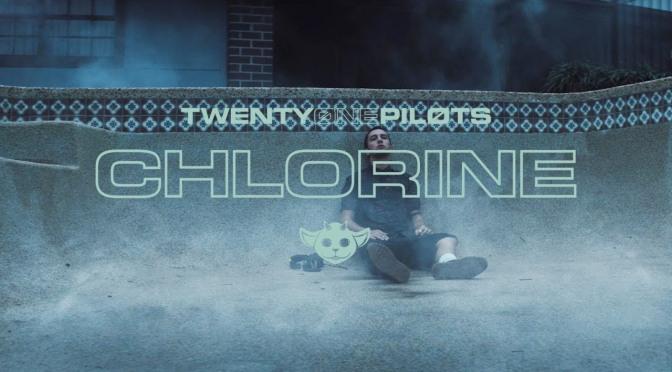 Facciamo la conoscenza di Ned nel nuovo video per Chlorine dei Twenty One Pilots