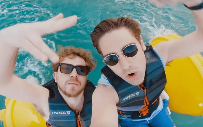 I Busted sono già in vacanza nel video di Shipwrecked In Atlantis