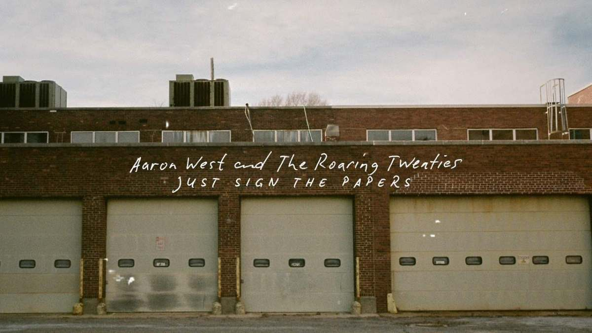 Aaron West and The Roaring Twenties: ecco la nuova canzone Just Sign the Papers